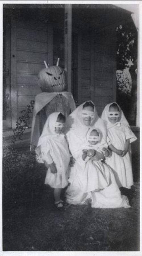 世にも奇妙な世界のハロウィン衣装