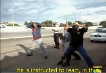 警官が訓練中に背中を撃たれて…