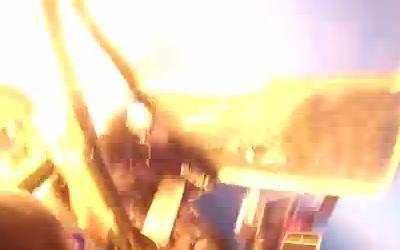 スカイダイビング時に飛行機が空中衝突して炎上。