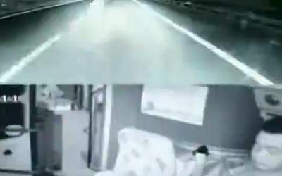 高速道路を走行中、バス運転手が携帯をいじっていた結果。