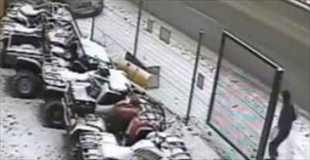 【動画】間一髪、この出来事でこの男は会社に5秒遅刻した。