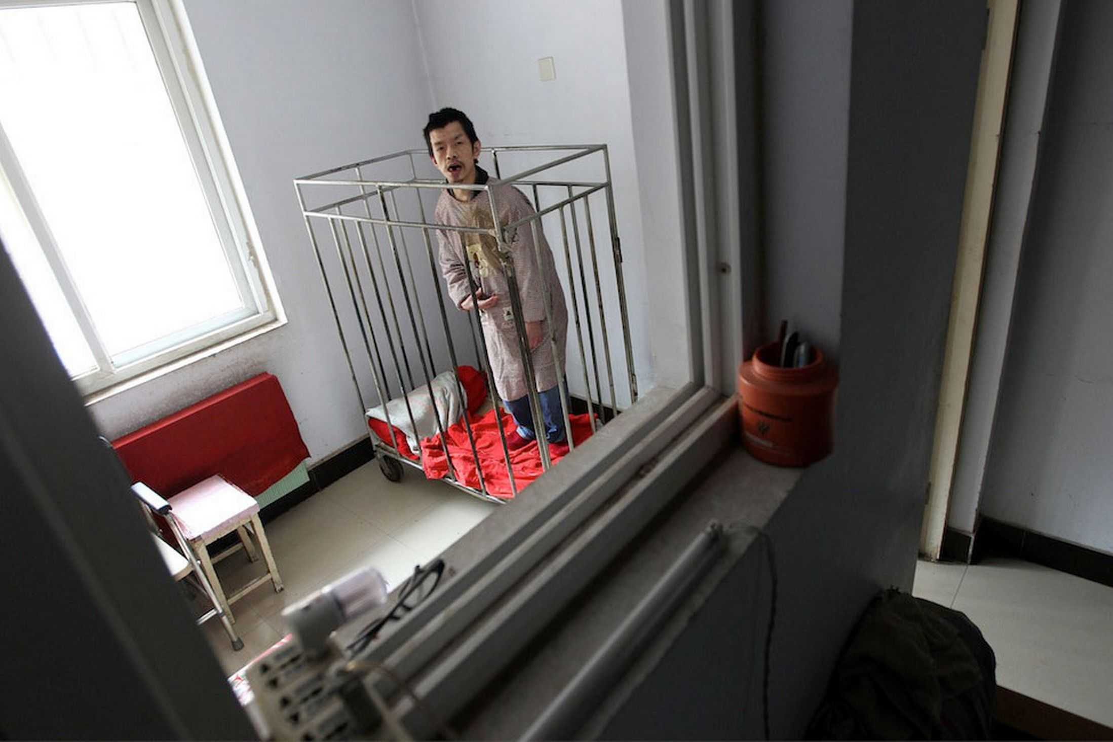 Chinese-man-kept-in-a-cage-for-40-years-MAIN-2921825_R