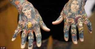 【画像】世界一タトゥーを入れている女がもはや人間じゃない