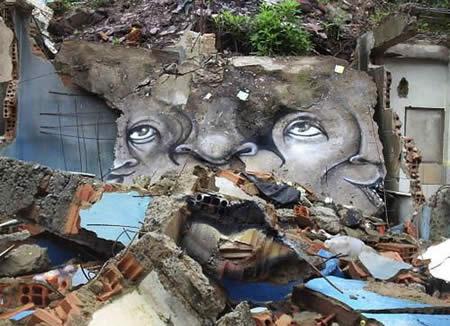 【画像】ブラジルのスラム街に書かれた奇妙で見事な落書き