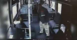 【動画】バスの運転手が乗客をボコボコにする映像がやりすぎ