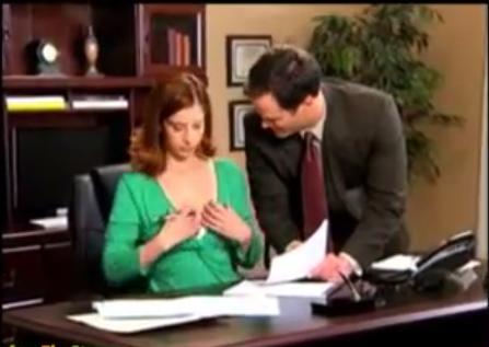 【動画】ブラジャーに装着する胸チラ防止アイテムが斬新