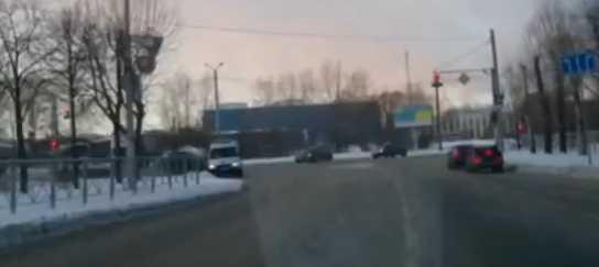 【動画】救急車が事故って患者が外に投げ出される!