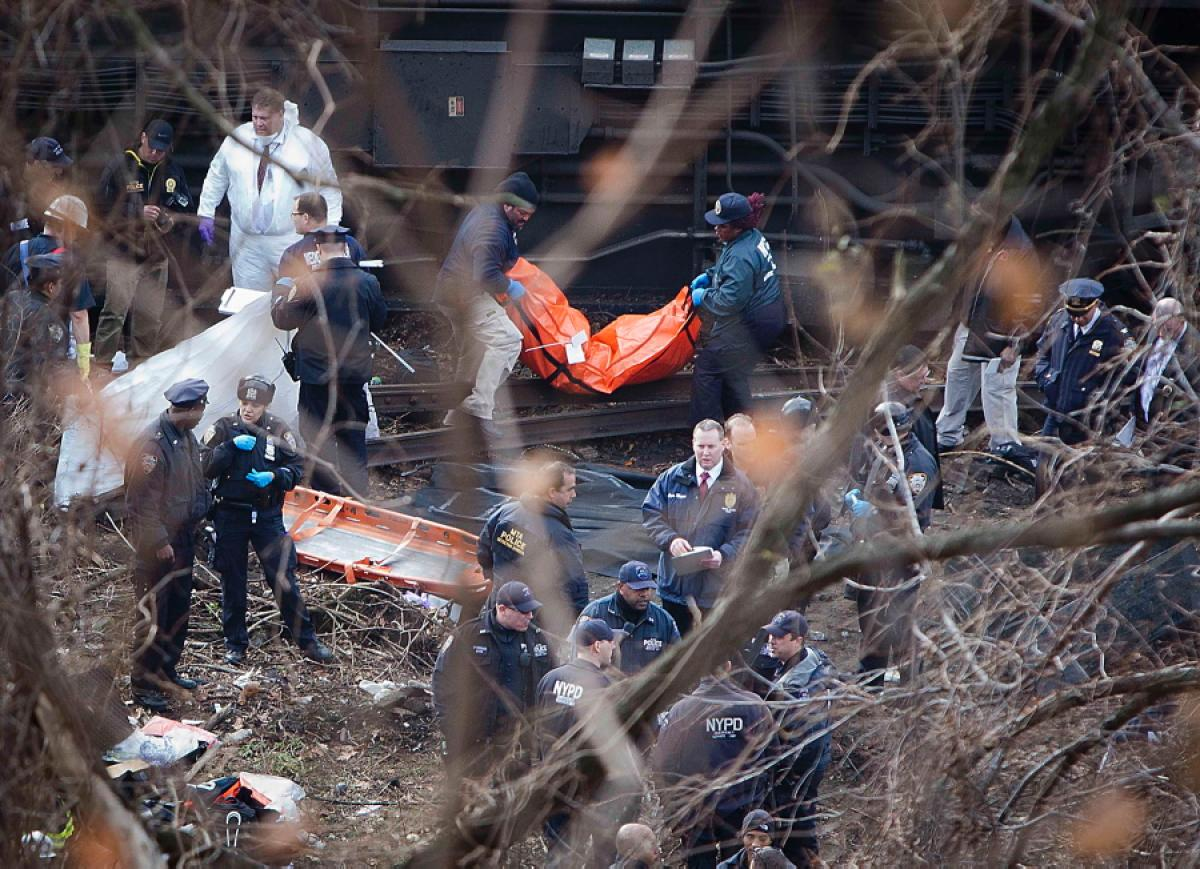 metro-north-sdfstrain-derails-new-york-4-dead-63-injured (1)