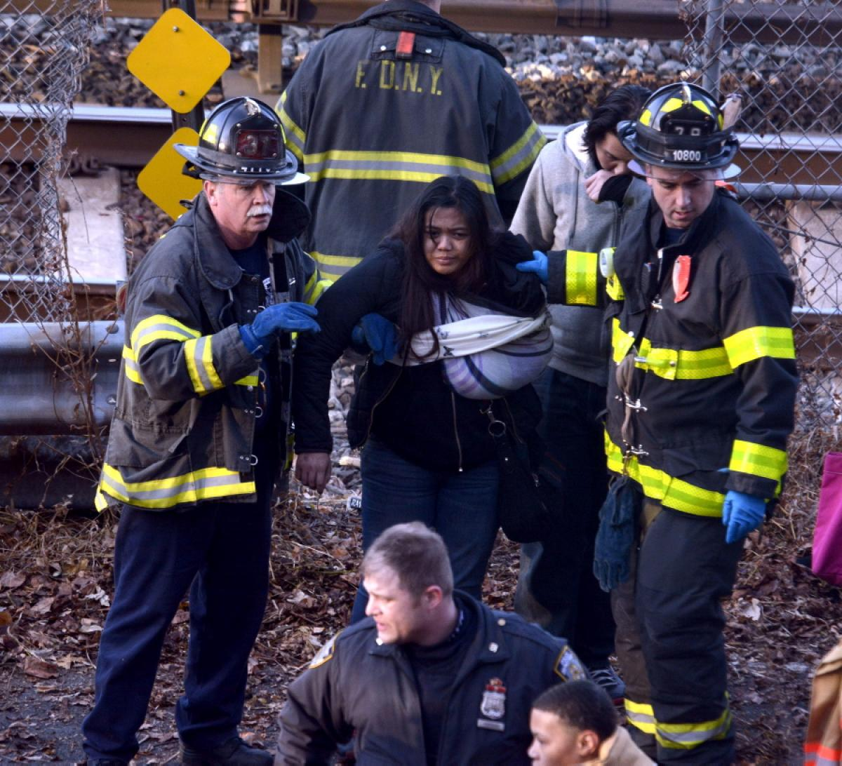 metro-north-train-derails-new-york-4-dead-63-ifddnjured (1)