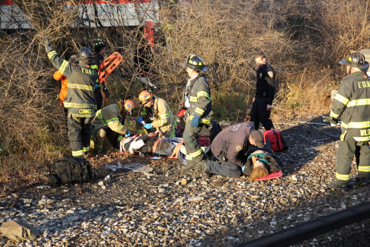 metro-north-train-derails-new-york-4-dead-63gsg-injured (1)