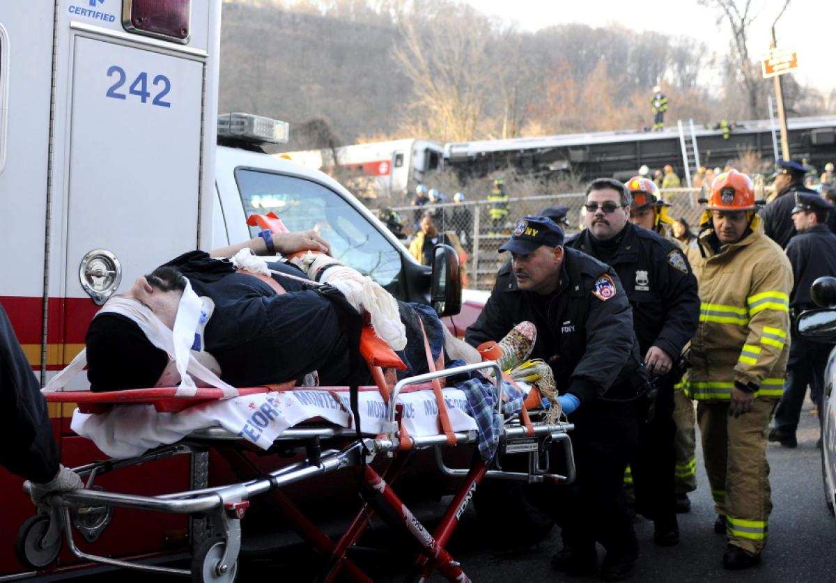 metro-north-train-derails-new-york-4-defbxfad-63-injured (1)
