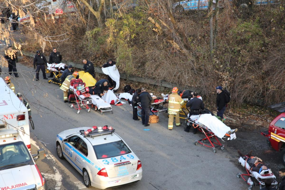 metro-north-train-derails-newsdfsdfyork-4-dead-63-injured (1)