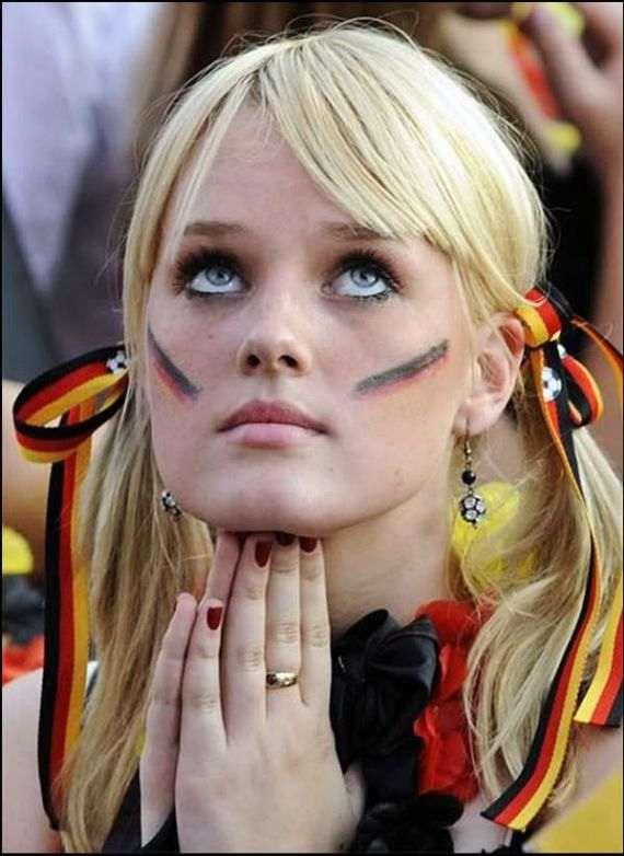 pretty_football_fans_03_R