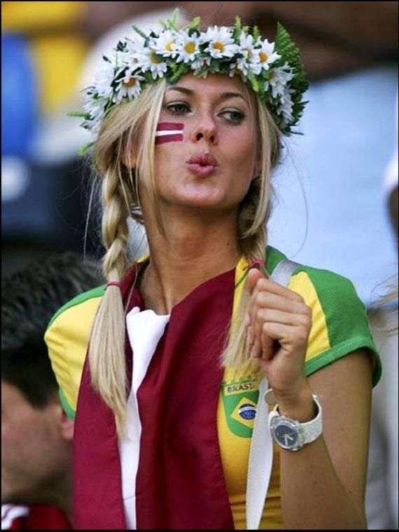 pretty_football_fans_12_R