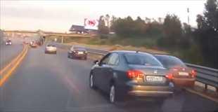 【動画】交通事故で人がこんなに飛ぶのを初めて見た…