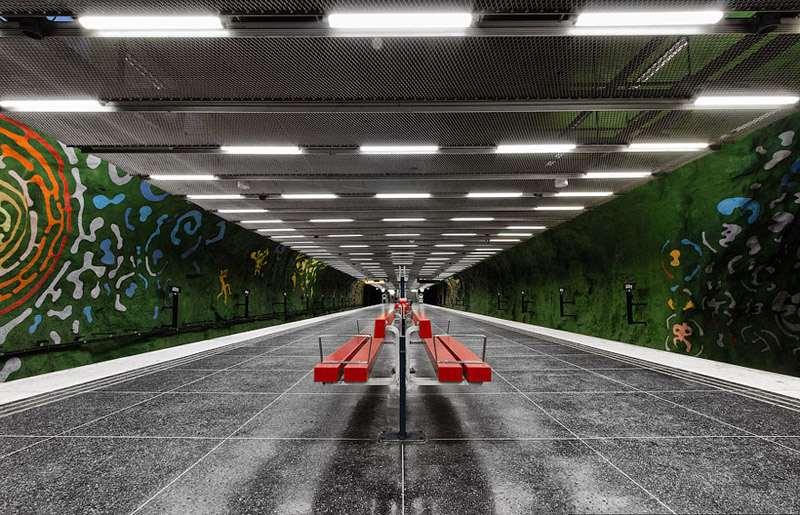 StockholmMetroBenchCorridor_R