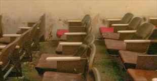 【画像】廃墟と化したポルノ映画館