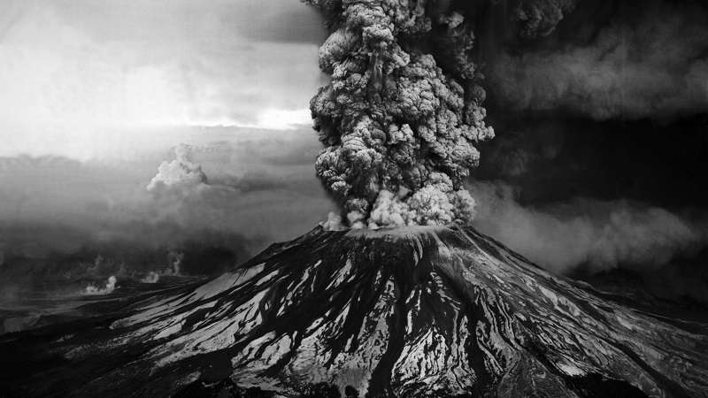 coolest-volcano-eruptions-black-and-white_R