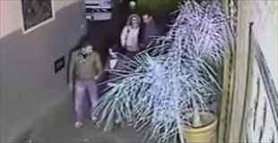 【閲覧注意】強盗にバックを盗まれ手を切断された女性