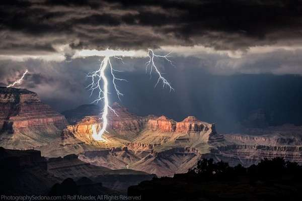 lightning-photography-grand-canyon-by-rolf-maeder-2-600x400_R