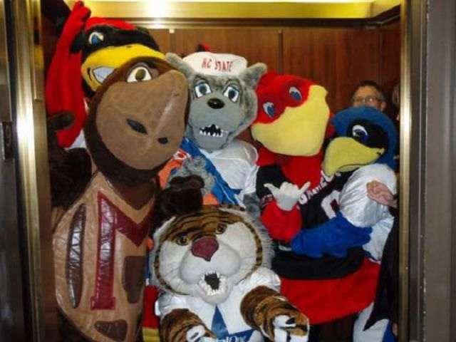 mascots_caught_in_the_wrong_position_640_12_R