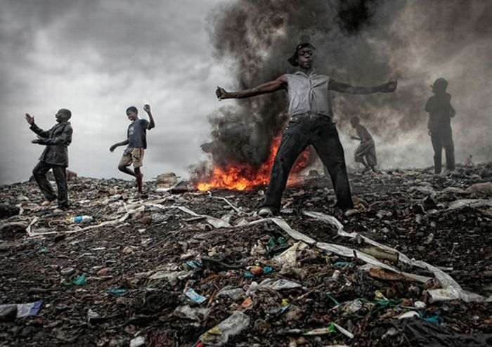 mozambique_trash_dump_01_R