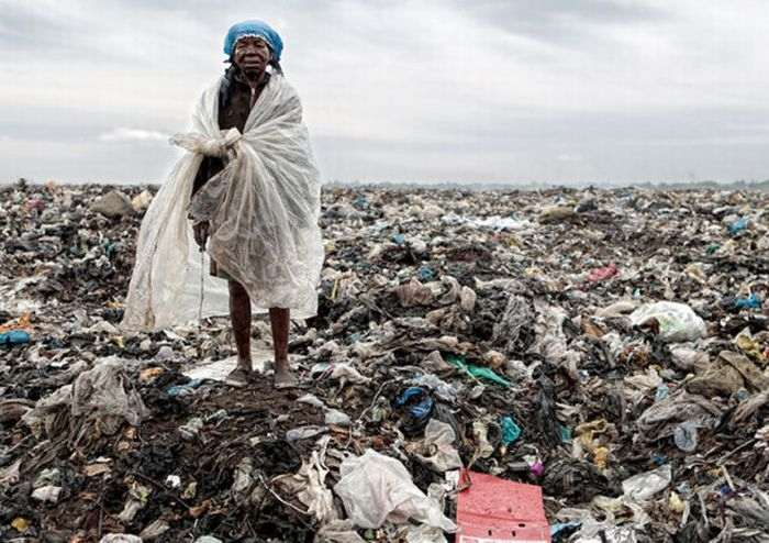 mozambique_trash_dump_12_R