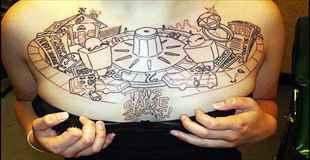 【画像】女の子の体に刻まれた痛々しいタトゥーなど