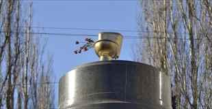 【画像】レーニン像の跡地になぜか黄金のトイレ?