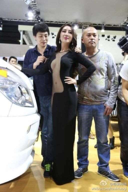 model_at_guangzhou_auto_show_04