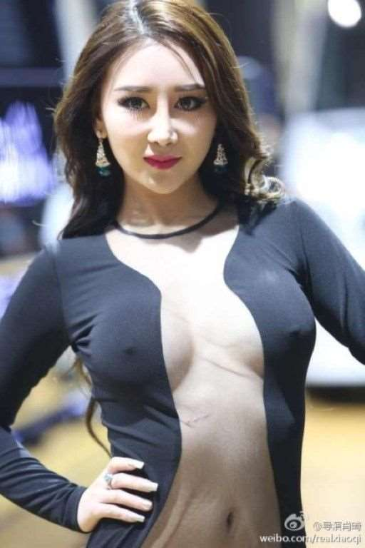 model_at_guangzhou_auto_show_05