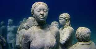 【画像】西インド諸島の海中にある彫刻美術館が美しい