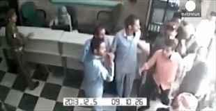 【動画】病院を狙ったテロで50人が犠牲に