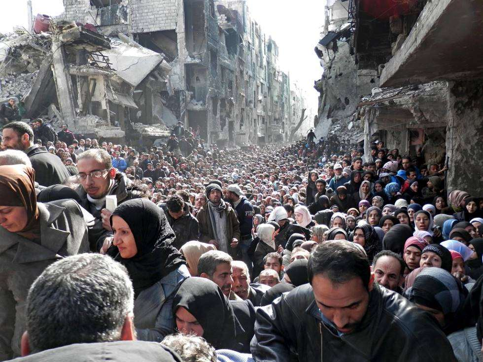 queue-for-food-syrian-refugee-camp