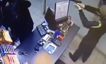 【動画】無抵抗の店員を強盗が射殺