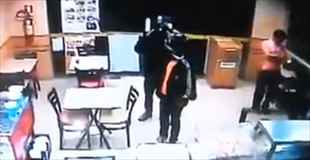 【動画】ブラジルで捉えた強盗犯を射殺する店員