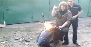 【動画】女にスクーター貸してみたらおもしろいことになった