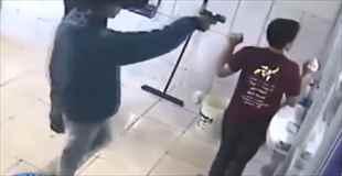 【動画】ブラジルでの理不尽な強盗を捉えた