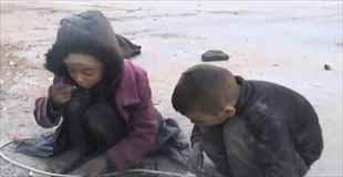 【動画】シリアの子供達の食事は瓦礫と灰