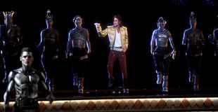 【動画】キングオブポップ、マイケル・ジャクソンが一夜限りの復活ライブ