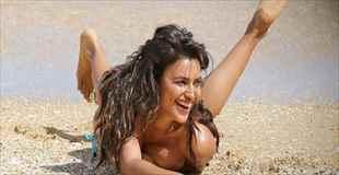 【画像】イリーナ・シェイクのビーチでのトップレス画像