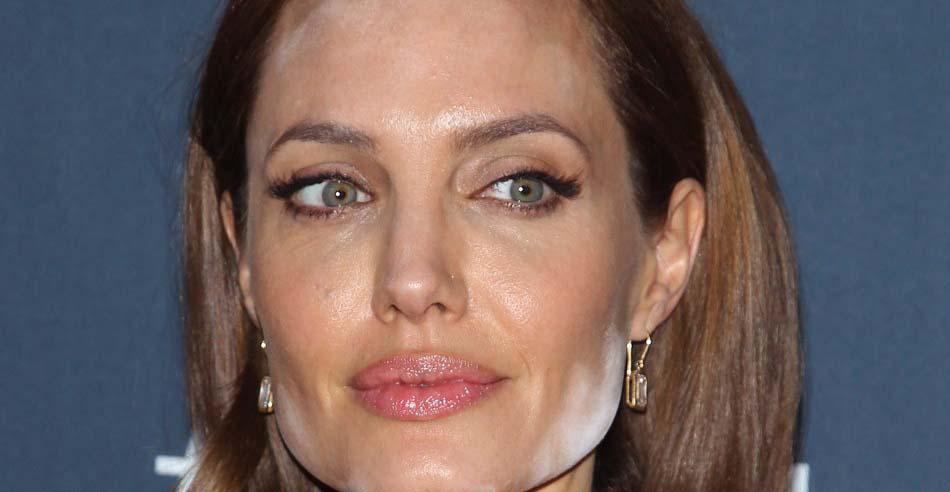 【画像】アンジェリーナ・ジョリーがレッドカーペットで顔が真っ白に