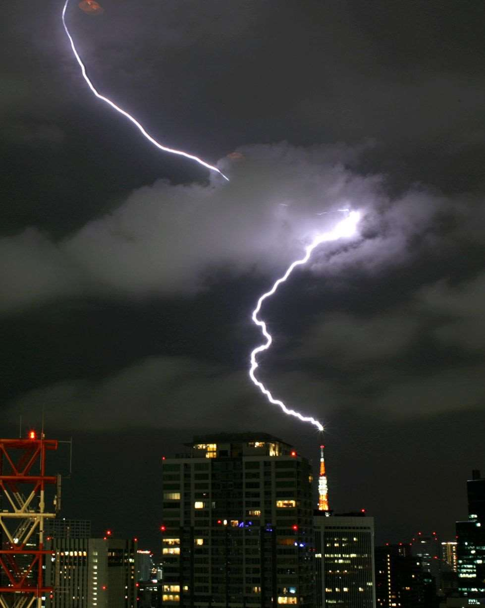 Lightning strikes the Tokyo Tower