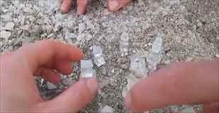【動画】イスラエルの死海で採れる塩、それは美しい