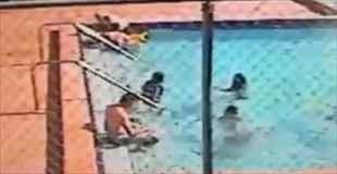 【動画】プールで遊んでいた子供が感電する瞬間