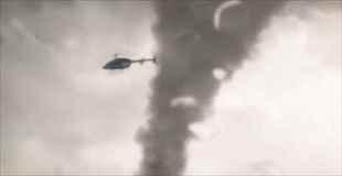 【動画】巨大竜巻に巻き込まれたヘリコプター、そのとき操縦士は…