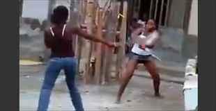 【動画】たとえ女同士であっても喧嘩の武器はマチェーテです。