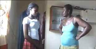 【動画】Facebook上に自分の裸の写真を載せた娘を叱る母親