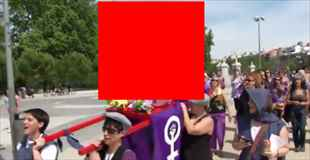 【動画】スペインの中絶の権利のためのデモ行進が日本の奇祭のよう