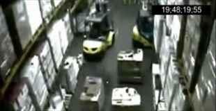 【動画】ちょっとしたミスで倉庫内がまるで地獄絵図に